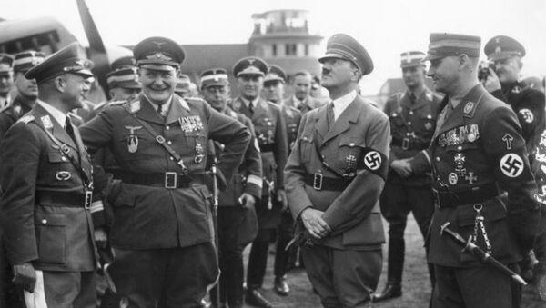 Hermann Göring, Adolf Hitler ve Viktor Lutze    - Sputnik Türkiye