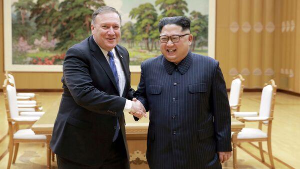 Kuzey Kore lideri Kim Jong-un ve ABD Dışişleri Bakanı Mike Pompeo'nun ikinci görüşmesinin fotoğrafları yayınlandı. - Sputnik Türkiye