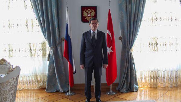 Rusya Federasyonu İstanbul Başkonsolosu Andrey Podelışev, Sovyetler Birliği'nin Nazi Almanyası'nı yenilgiye uğratmasının 73. yıl dönümünün haftasında Sputnik'le söyleşi gerçekleştirdi. - Sputnik Türkiye