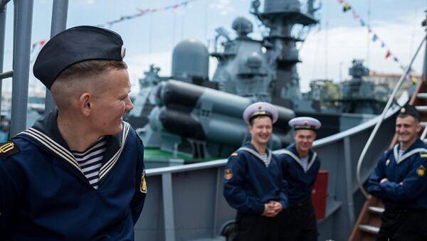 Karadeniz Filosu'nda görevli denizciler Sivastopol'deki savaş gemisinde - Sputnik Türkiye