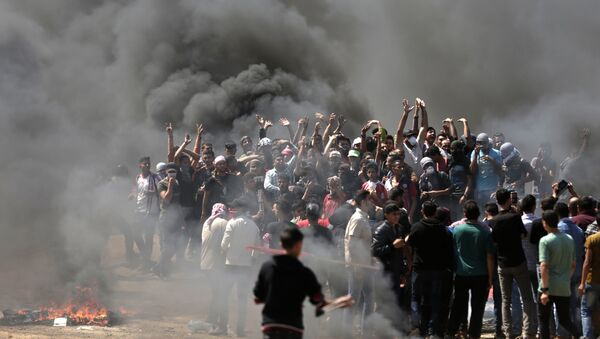 Palestinian demonstrators burn tyres near the Gaza-Israel border, east of Gaza City, as Palestinians readied for protests over the inauguration of the US embassy following its controversial move to Jerusalem on May 14, 0218 - Sputnik Türkiye