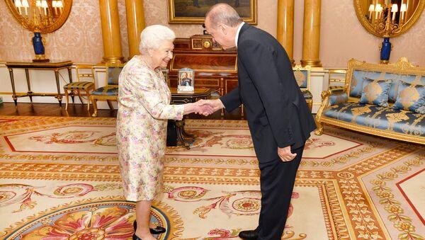 Kraliçe Elizabeth ve Cumhurbaşkanı Erdoğan - Sputnik Türkiye