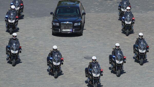 Rusya Devlet Başkanı Vladimir Putin'in limuzini Aurus Senat - Sputnik Türkiye