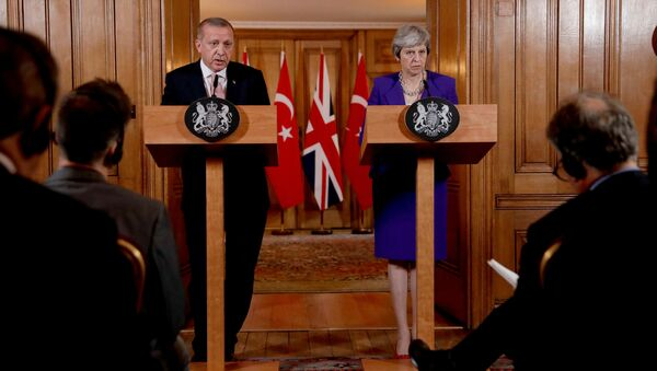 Cumhurbaşkanı Erdoğan-İngiltere Başbakanı May - Sputnik Türkiye