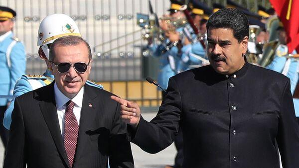 Nicolas Maduro ile Recep Tayyip Erdoğan, 6 Ekim 2017, Ankara'daki Cumhurbaşkanlığı Külliyesi - Sputnik Türkiye
