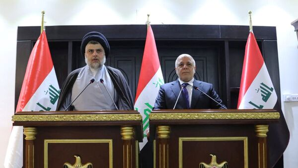 Irak'ta seçimin galibi olan Şii lider Mukteda es Sadr ve Başbakan Haydar el İbadi - Sputnik Türkiye