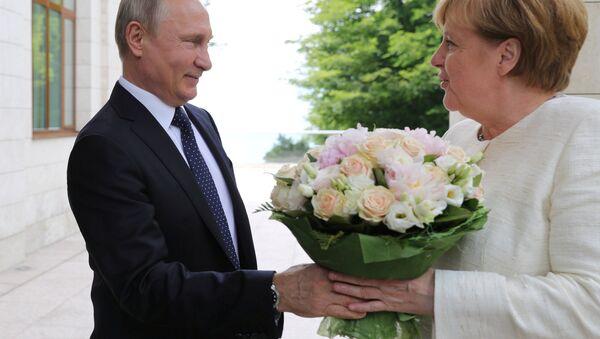 Vladmir Putin ve Angela Merkel - Sputnik Türkiye