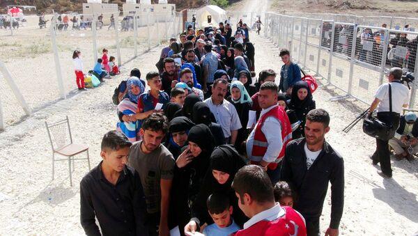 72 bin Suriyeli, Ramazan Bayramı için ülkesine gidiyor - Sputnik Türkiye