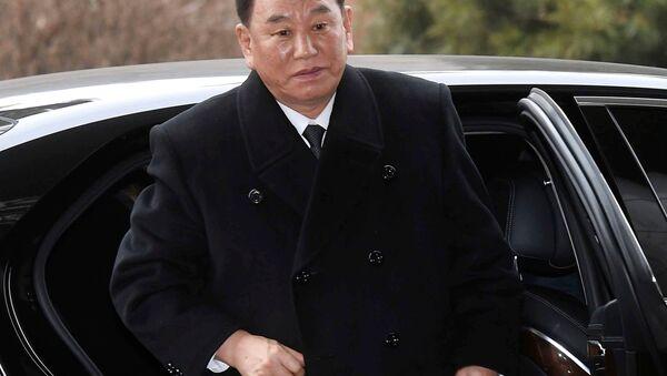 Kuzey Kore lideri Kim Jong-un ve sağ kolu Kim Yong Chol - Sputnik Türkiye
