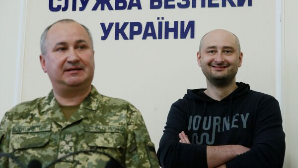'Öldürülen' gazeteci Babçenko, Kiev'de basın toplantısı düzenliyor - Sputnik Türkiye