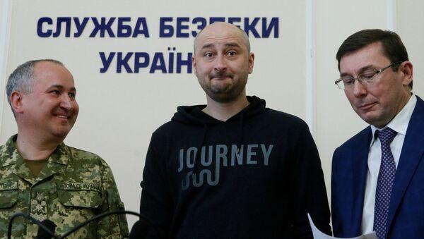 'Öldürülen' gazeteci Babçenko, Kiev'de basın toplantısı düzenledi - Sputnik Türkiye
