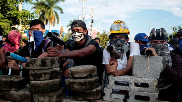 Nikaragua İnsan Hakları Merkezi (CENIDH) bir dizi kentte hükümet karşıtları ve yanlıları arasında çarşamba ve dün sabah saatlerinde yaşanan çatışmalarda en az 16 kişinin öldüğünü, 88 kişinin de yaralandığını duyurdu. Bu, Devlet Başkanı Daniel Ortega ve iktidardaki partisi Sandinista Ulusal Özgürleşme Cephesi'ne yönelik eylem dalgasının başladığı nisan başından bu yana yaşanan en ölümcül günlerden biri oldu. Ölü sayısı 100'ü bulurken, toplamda 900'den fazla kişi yaralandı. - Sputnik Türkiye