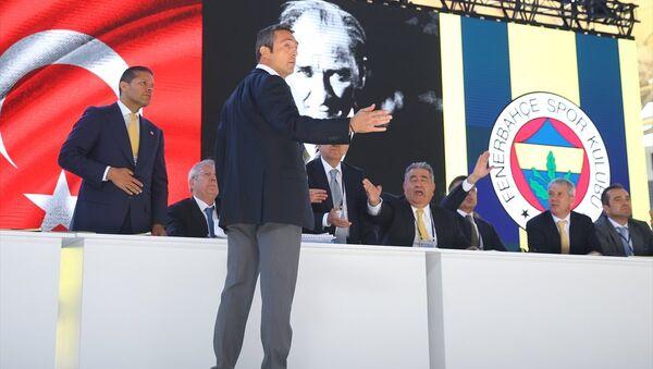 Fenerbahçe'nin tarihi kongresinde Aziz Yıldırım-Ali Koç atışması - Sputnik Türkiye