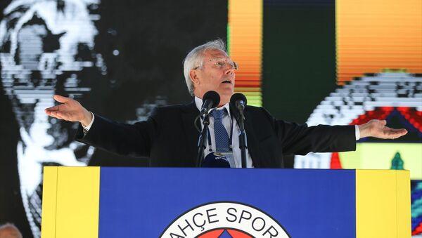 Fenerbahçe'nin stadyumunda düzenlenen tarihi seçimli kongrenin ilk gününde Aziz Yıldırım kürsüde - Sputnik Türkiye