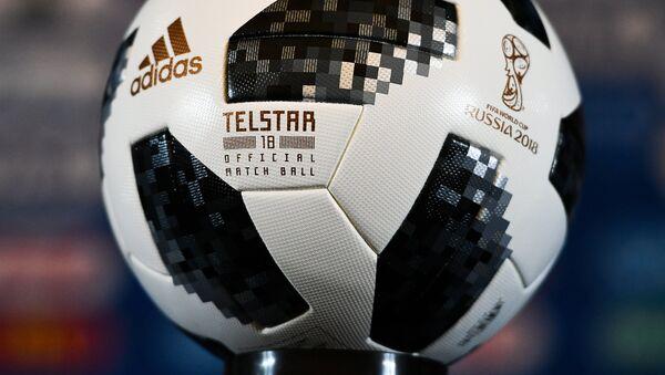 Официальный мяч чемпионата мира по футболу 2018 Telstar 18, архивное фото - Sputnik Türkiye