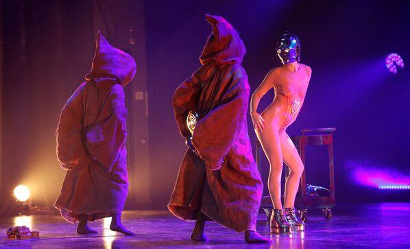 Yıldız Savaşları köstümleriyle dans gösterisi - Sputnik Türkiye