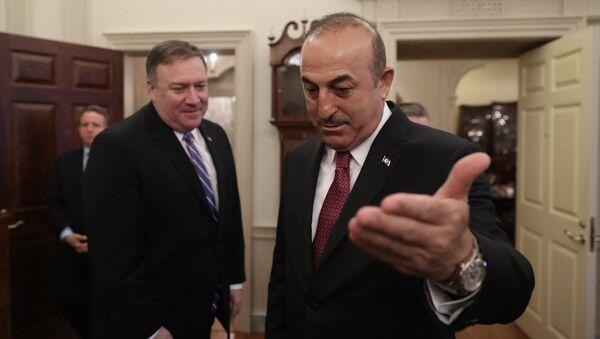 Pompeo ile Çavuşoğlu Washington'da kritik görüşme gerçekleştirdi. - Sputnik Türkiye