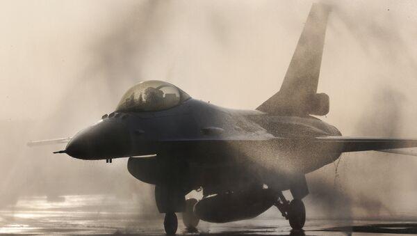 Tayvan Hava Kuvvetleri'ne ait bir F-16 savaş uçağı - Sputnik Türkiye