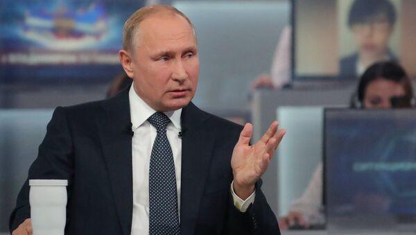 Putin, Moskova'da düzenlenen Direkt Hat programı sırasında - Sputnik Türkiye