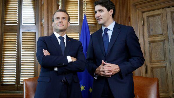 Fransa Cumhurbaşkanı Emmanuel Macron- Kanada Başbakanı Justin Trudeau - Sputnik Türkiye