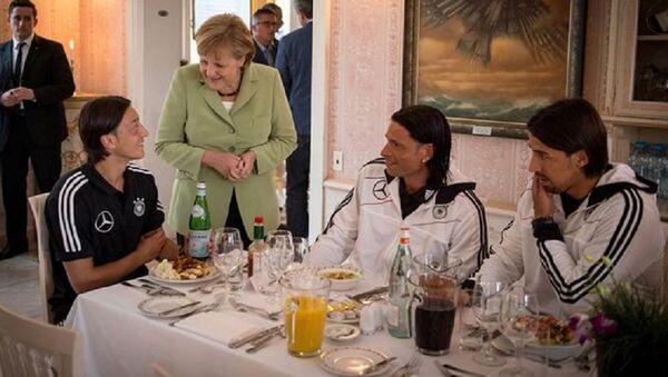 Angela Merkel, Mesut Özil - Sputnik Türkiye
