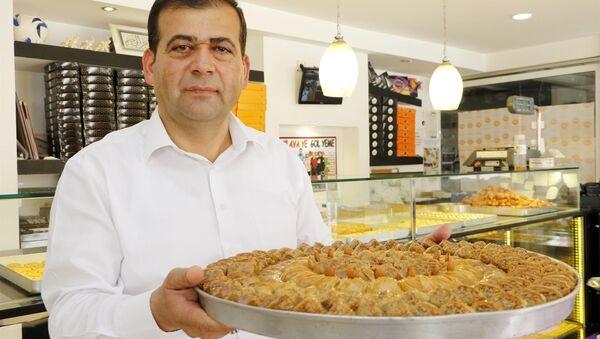 Antalya Pastacılar Esnaf ve Sanatkarlar Odası Başkanı Kerim Üre - Sputnik Türkiye