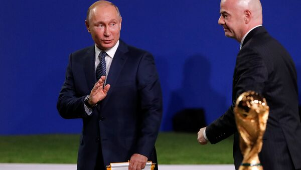 Rusya Devlet Başkanı Vladmir Putin ve FIFA Başkanı Infantino - Sputnik Türkiye