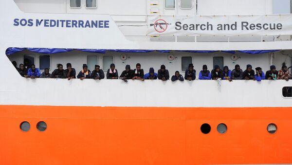 Akdeniz'de SOS Méditerranée'nin göçmen kurtarma gemisi Aquarius - Sputnik Türkiye