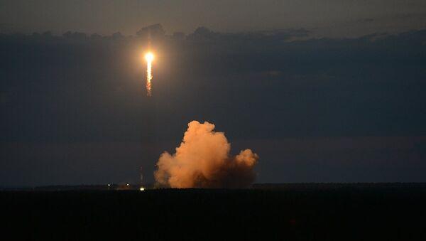 Soyuz-2.1b taşıyıcı füzesiyle Plesetsk Uzay Üssü'nden yörüngeye Glonass-M navigasyon uydusu fırlatıldı - Sputnik Türkiye