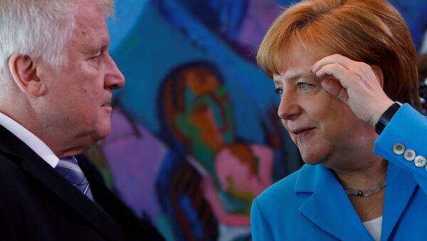 Almanya Başbakanı Angela Merkel- Almanya İçişleri Bakanı ve Hristiyan Sosyal Birlik Partisi (CSU) Genel Başkanı Horst Seehofer - Sputnik Türkiye