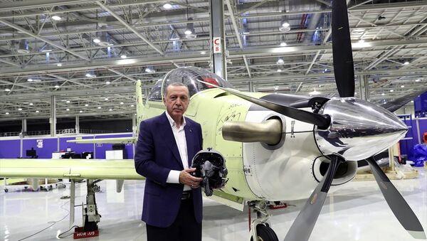 Erdoğan, Atak helikopteri üretim hattını gençlerle gezdi - Sputnik Türkiye