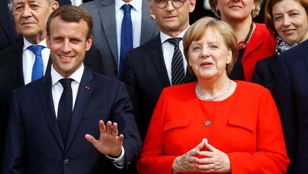 Almanya Başbakanı Angela Merkel ve Fransa Devlet Başkanı Emmanuel Macron - Sputnik Türkiye