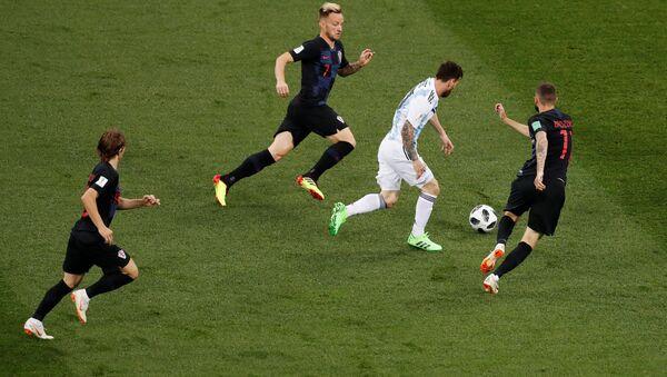 World Cup - Group D - Argentina vs Croatia - Nizhny Novgorod Stadium, Nizhny Novgorod, Russia - June 21, 2018 Argentina's Lionel Messi in action with Croatia's Ivan Rakitic - Sputnik Türkiye