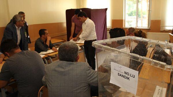 Oy verme işlemi sona erdi - Sputnik Türkiye