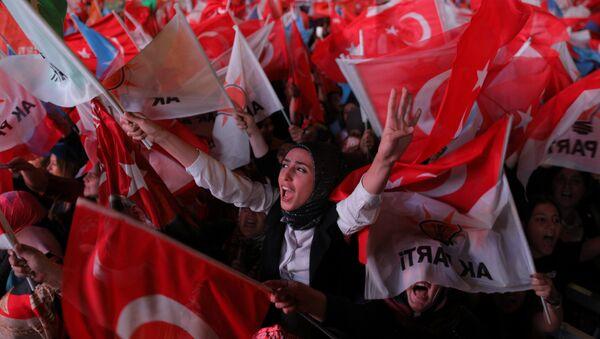 AK Parti Ankara İl Başkanlığı önünde seçim kutlamaları - Sputnik Türkiye