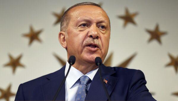 Resmi olmayan sonuçlara göre cumhurbaşkanlığı seçimini ilk turda kazanan Cumhurbaşkanı Recep Tayyip Erdoğan ilk konuşmasını yaptı - Sputnik Türkiye