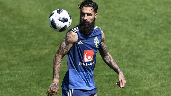 2016'dan beri Fransa'nın Toulouse takımında top koşturan İsveç milli futbol takımının orta saha oyuncularından Jimmy Durmaz, 2018 FIFA Dünya Kupası'nda da İsveç formasını terletiyor. - Sputnik Türkiye