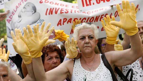 Madrid'de çalınan bebekler davasının görüldüğü mahkeme önünde kadınlar, binlerce vaka üzerinden zaman aşımının kaldırılıp hukuki sürecin başlatılmasını, adaletin yerini bulmasını talep etti. - Sputnik Türkiye