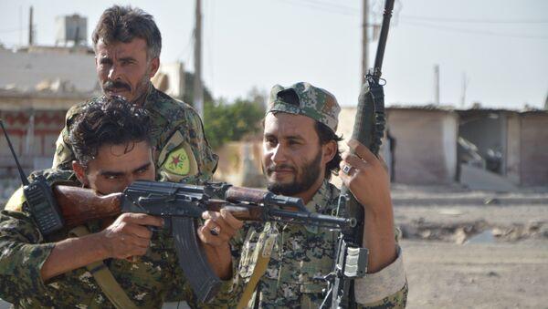 YPG'nin omurgasını oluşturduğu DSG güçleri Rakka'da - Sputnik Türkiye