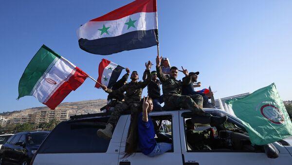 Suriye ve İran bayrakları - Sputnik Türkiye
