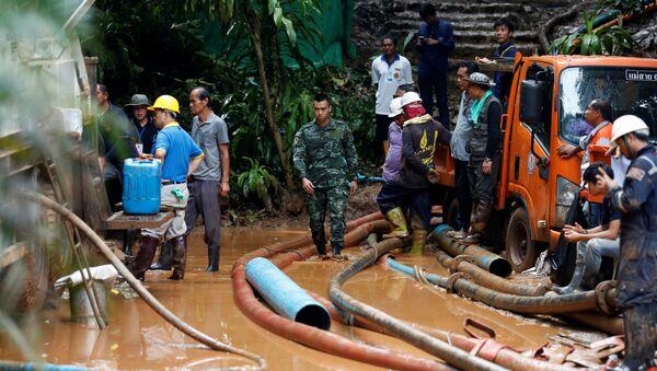 Tayland'da Tham Luang Nang Non mağaralar sisteminde mahsur kalan çocuklara ulaşıldı. - Sputnik Türkiye
