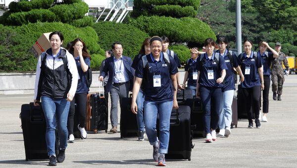 Kuzey Kore'ye giden Güney Kore Kadın Basketbol Takımı - Sputnik Türkiye