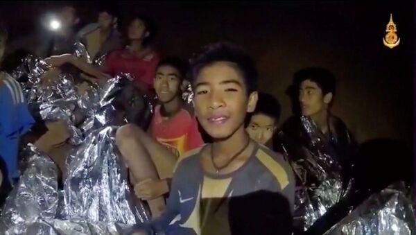 Tayland'daki mağara kompleksinde mahsur kalan çocuklar - Sputnik Türkiye