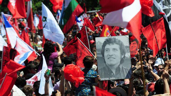 2009'da Jara'nın naaşının mezardan çıkarılmasının ardından üç günlük cenzae etkinlikleri - Sputnik Türkiye