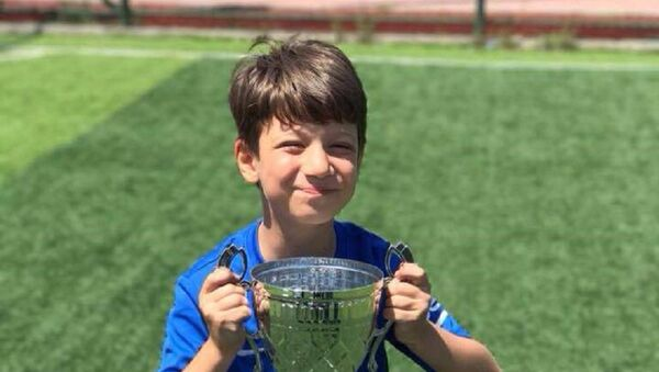 Yakınları 9 yaşındaki Arda'nın hayalinin Barcelona'da oynamak istediğini söyledi. - Sputnik Türkiye