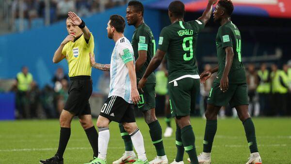 Cüneyt Çakır, 2018 FIFA Dünya Kupası'nda Nigerya-Arjantin maçını yönetirken - Sputnik Türkiye