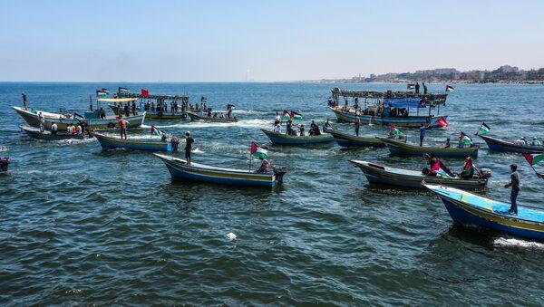 İsrail ablukasına karşı Gazze'den denize açılan 'Özgürlük Gemisi 2' ve ona eşlik eden tekneler - Sputnik Türkiye
