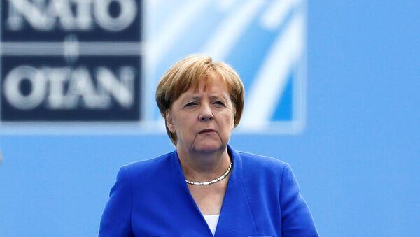 Trump'lı NATO zirvesine gelişte Merkel - Sputnik Türkiye