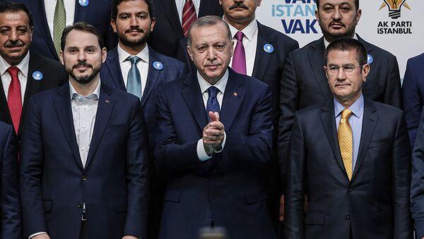 Cumhurbaşkanı Recep Tayyip Erdoğan ile damadı Hazine ve Maliye Bakanı Berat Albayrak - Sputnik Türkiye