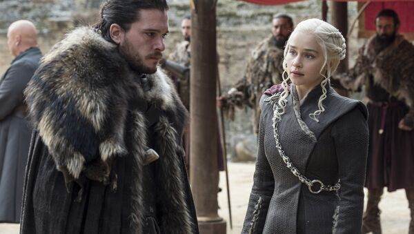 This image released by HBO shows Kit Harington, left, and Emilia Clarke on the season finale of Game of Thrones. The series set yet another audience record Sunday with its seventh-season finale. - Sputnik Türkiye